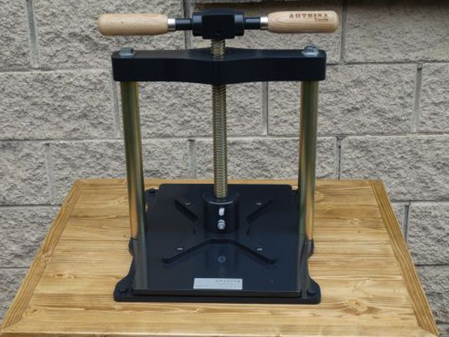 Arteina - Fabricante de prensas para encuadernado